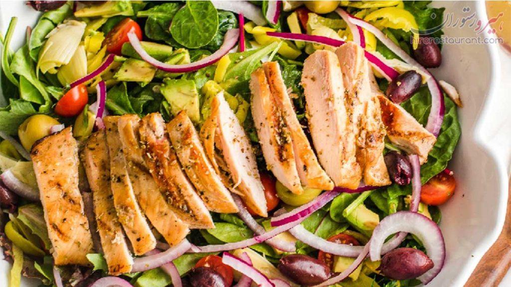 طرز تهیه سالاد مرغ یونانی